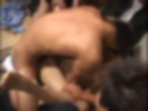 【ゲイ】デカマラ集団にラッシュ嗅がされながらガン掘りされました・・・・・・・・・