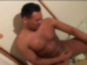 【ゲイ体験談】泥酔して爆睡したガチムチ自衛隊員を前にして・・・・・・