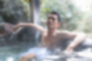 【ゲイ体験談】早朝の露天風呂でチンピラに喉フェラ強要されて・・・・・・