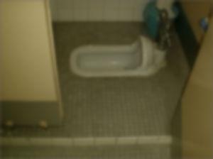 【ゲイ体験談】発展トイレで覗き穴から生堀りしてもらってwwwwww