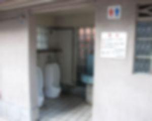 【ゲイ体験談】ある学校トイレでチンコ見放題できる件・・・・・