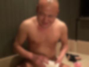 【ゲイ体験談】新宿サウナで醜悪オヤジに中出しされました・・・・・・